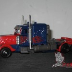 Dark-Of-The-Moon-Walmart-Exclusive-Optimus-Prime-01