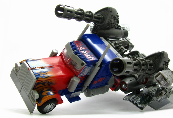 TakaraTomy Darkside Moon DA15 Jetwing Optimus Prime - truck mode