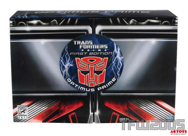 Ultimate-Optimus-Prime-Exclusive-Comic-Con Edition - 2