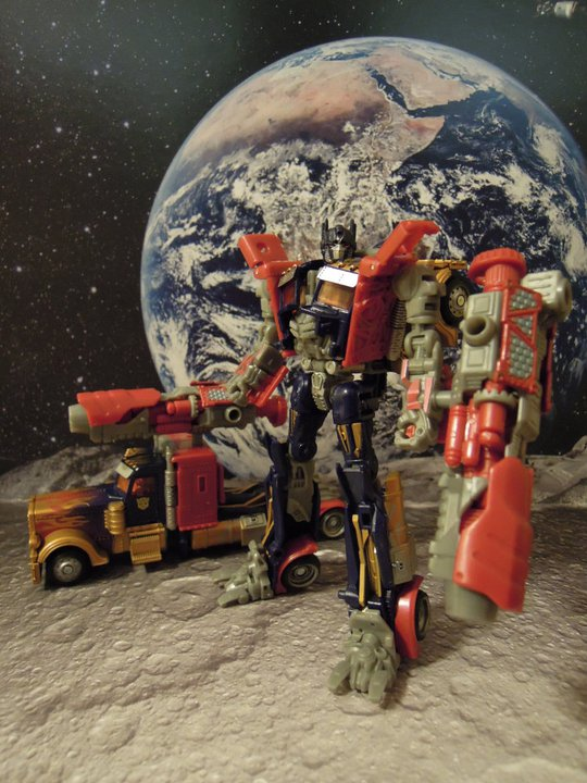 Lunar Fire Optimus Prime - Wallmart Deluxe Exclusive