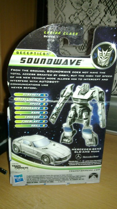 DOTM Cyberverse Soundwave - boxed2