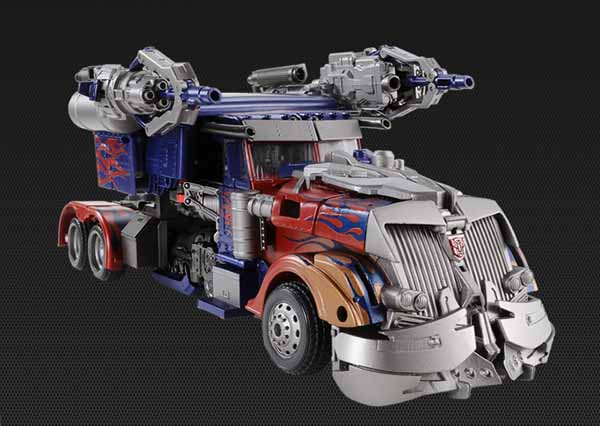 DOTM Striker Optimus Prime Japanese Exclusive (1)