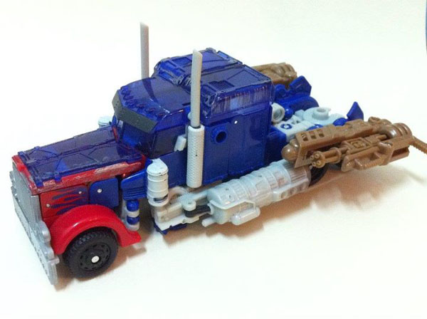 Dark of the Moon Optimus Prime Voyager Repaint
