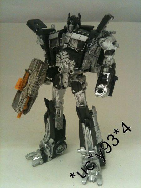 Milk Exclusive DOTM Deluxe Class Optimus Prime Black