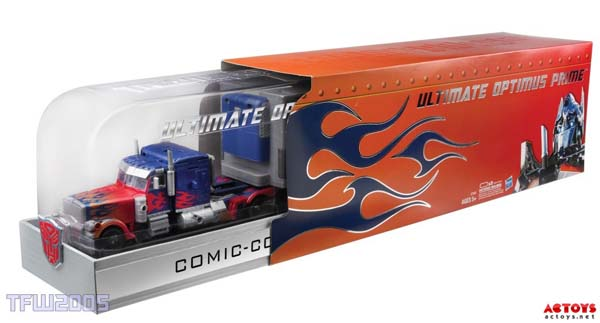 Ultimate-Optimus-Prime-Exclusive-Comic-Con Edition