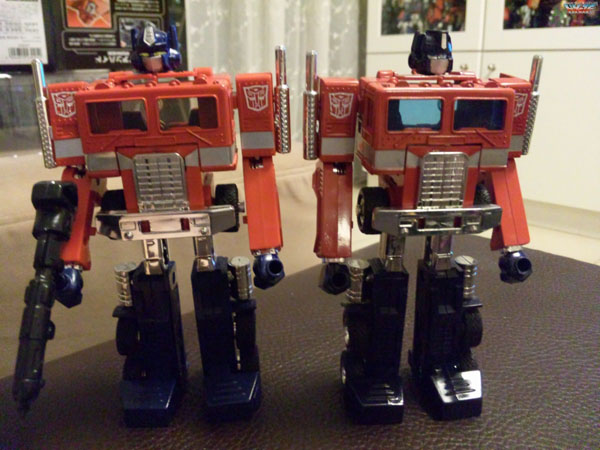 Takara Tomy CH-01 Chronicle Optimus Prime G1 Dark of the Moon Set