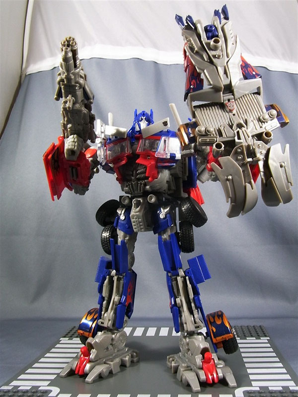 DOTM DA-28 Striker Optimus Prime robot mode