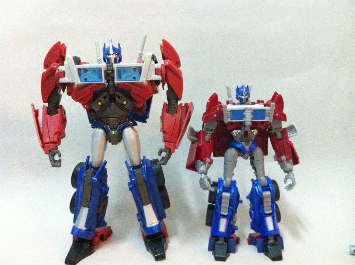 Transformers Prime Voyager and Deluxe Optimus botmode